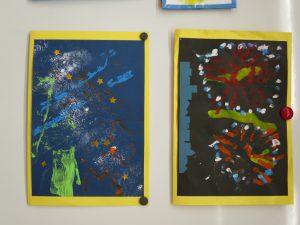 二人の描いた花火の絵の写真